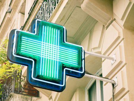 Les pharmacies vont vendre des masques chirurgicaux au grand public (syndicat)
