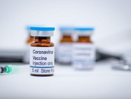 Vaccins anti-Covid-19: une centaine de projets, une dizaine à l'essai