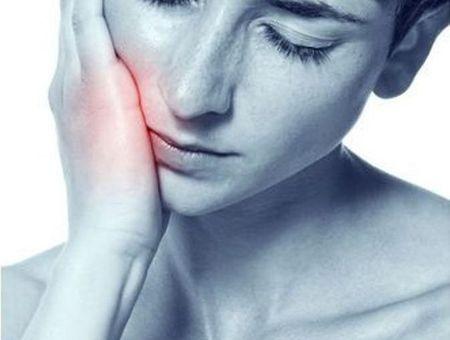 10 remèdes naturels pour soulager une rage de dent