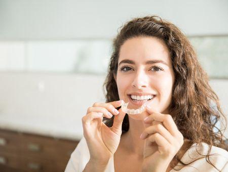 Blanchiment des dents : indications, techniques, prix
