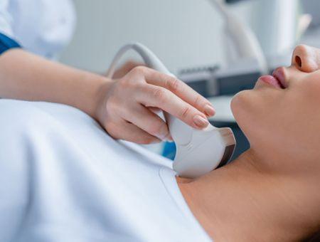 Les thyroïdites : causes, symptômes et traitements