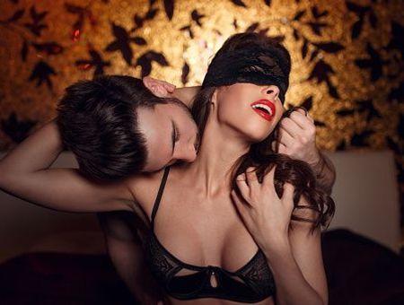 Fantasme d'être soumis sexuellement : un simple scénario érotique ?