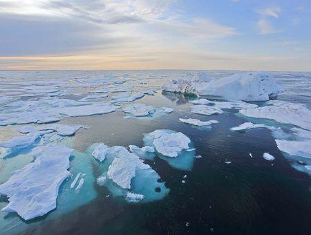 Retard alarmant du gel de la glace en Arctique : des conséquences catastrophiques