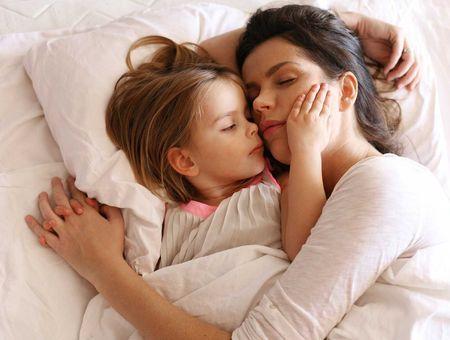 Mon enfant refuse de dormir dans son lit : que faire ?