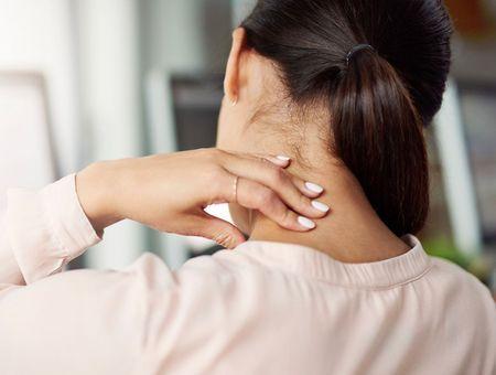 Comment soulager les douleurs de la nuque et des épaules ?