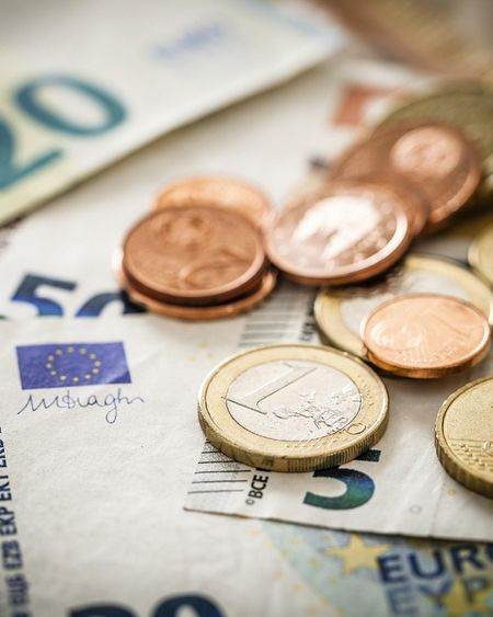 En confinement, les Français dépensent moins d'argent, mais certains peinent à boucler leur fin de mois