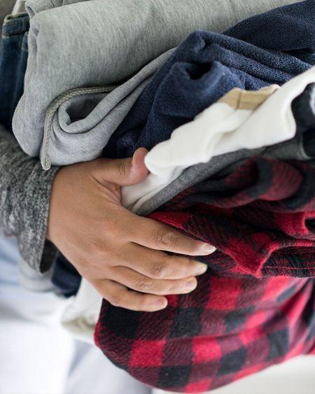 Combien de temps le coronavirus vit-il sur les vêtements ?