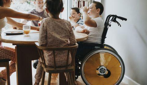 Fratrie et handicap : comment gérer le quotidien ?