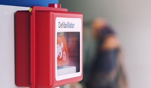 Utiliser un défibrillateur cardiaque