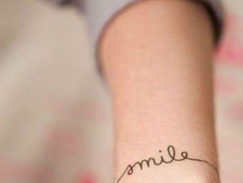 Tatouage Poignet Plus De 100 Tatouages Poignet Qui Nous Inspirent
