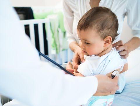 Suivi de bébé : la consultation spécialisée du 9e mois