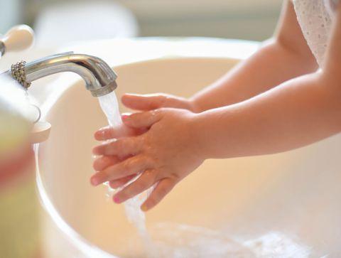 Coronavirus : Les trucs pour aider les enfants à bien se laver les mains