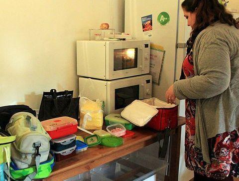 Préparation des repas - Une journée dans une école Montessori