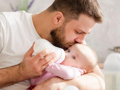 Congé paternité allongé, unités mère-bébé... De nouvelles mesures de soutien aux jeunes parents