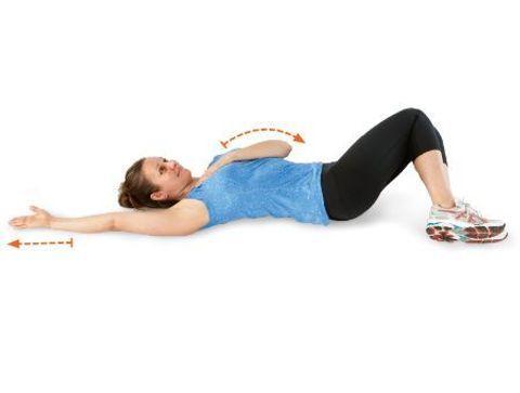 Étirement du petit pectoral en position couchée au sol - 10 exercices qui soignent