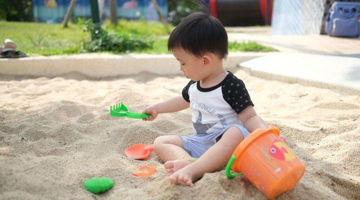 Seau de plage, sucettes, balle d'activité… Plusieurs produits pour enfant et bébé rappelés
