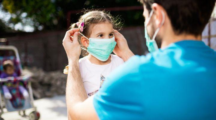 Epidémie de coronavirus en France : vers le masque obligatoire dans les lieux publics clos