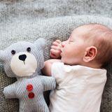 Halte aux idées reçues sur le sommeil de bébé