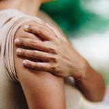 Epaule bloquée ou capsulite rétractile : symptômes et traitements