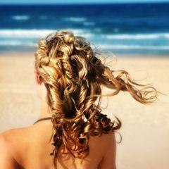 Solaire & Capillaire : quelle protection pour des cheveux canons ?