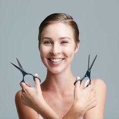 10 astuces pour couper ses cheveux seule