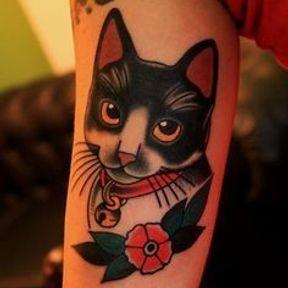 Tatouage chat noir et blanc