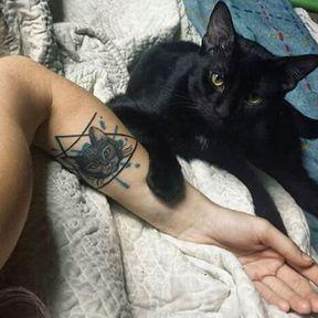 Tatouage chat noir
