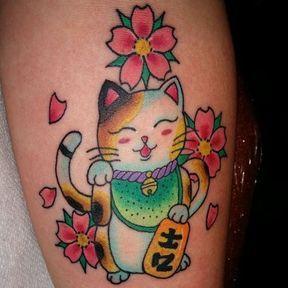 Tatouage chat porte bonheur
