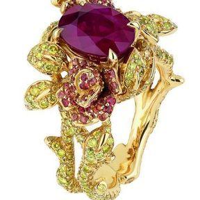 Bagues de fiançailles or jaune et rubis Dior