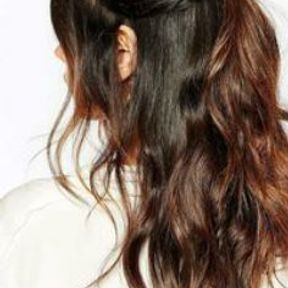 Barrette cheveux sur demie queue de cheval