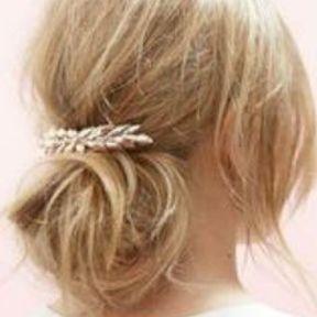 Barrette cheveux sur un chignon bas