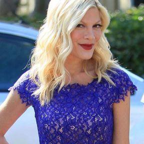 Blonde platine Tori Spelling