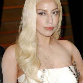 Couleur de cheveux blond platine Lady Gaga