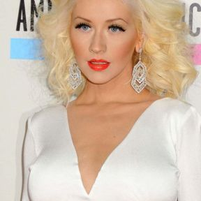 Décoloration blond platine Christina Aguilera