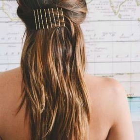 Coiffure avec bobby pins