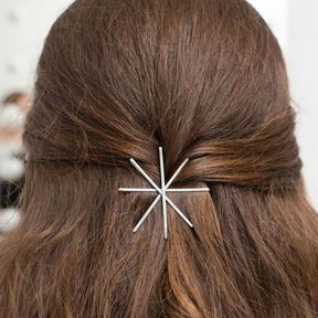Coiffure rapide avec bobby pins