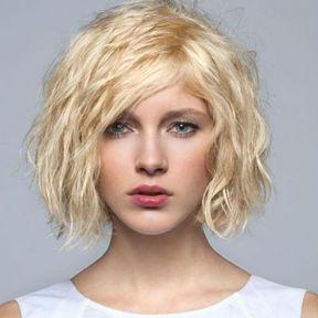 Le carré ondulé blond platine