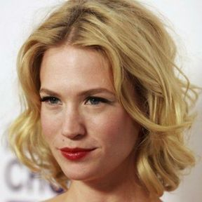 Le carré ondulé de January Jones