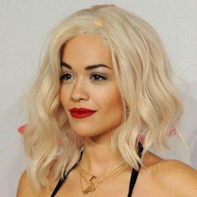 Le carré plongeant de Rita Ora