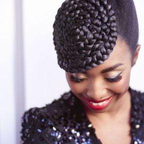 Cheveux attachés chignon @ MIZANI