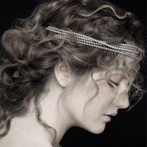 Coiffure cheveux attachés @ Jean-Claude Biguine