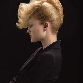 Coiffure cheveux attachés @ Michel Dervyn