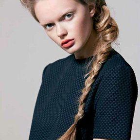 Modèle de coiffure cheveux attachés automne hiver 2014 © Laurent Decreton