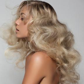 Coiffure cheveux bouclés par Laurent Decreton printemps été 2016 L'Oréal Professionnel