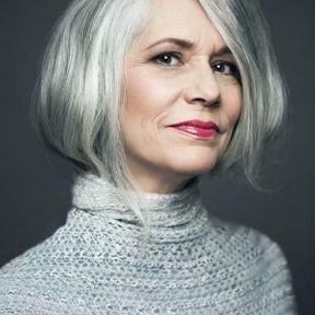 Cheveux gris avec un carré arrondi