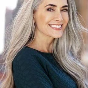 Cheveux gris longs