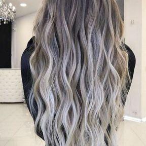 Cheveux gris aux reflets blancs