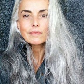 Cheveux gris wavy
