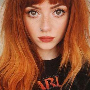 Coiffure frange longue cheveux roux