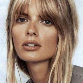 Coiffure frange très longue cheveux blonds